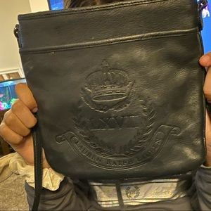 I'm selling this Ralph Lauren purse